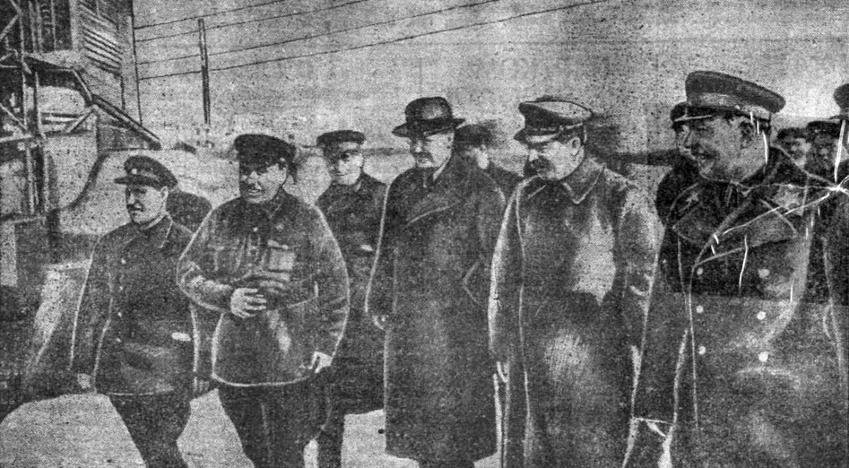 1937-04-22 Шлюз 3 Жук второй слева Кислов Большевистская сталь 29 апреля 1937 №98 (1993)