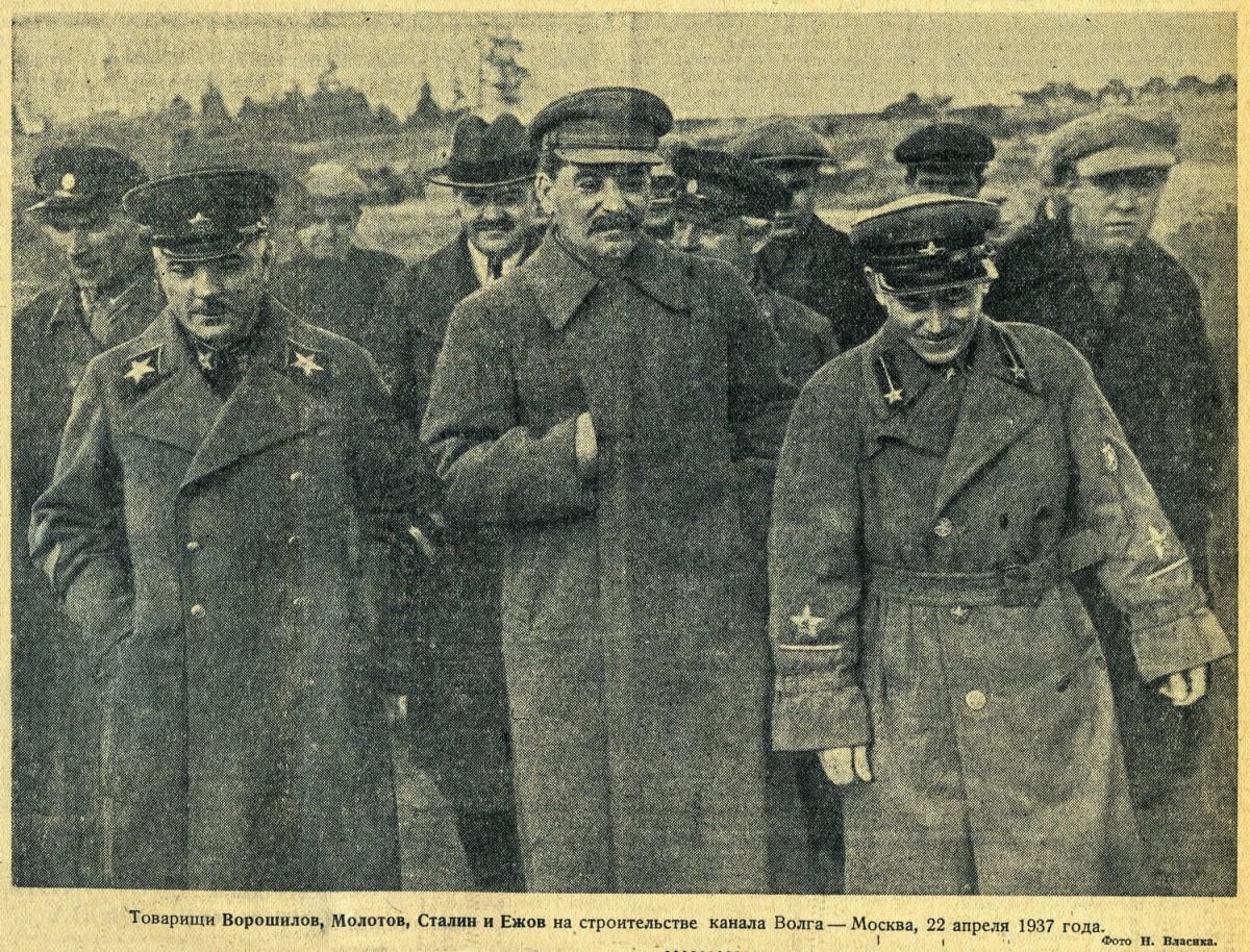 1937-04-22 Ворошилов, Молотов, Сталин и Ежов. Фото Н.Власика. Газета 'Правда' №112 (7078) 23 апреля 1937