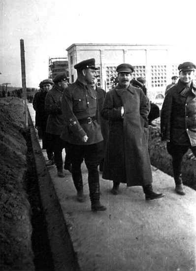 1937-04-22 Яхромская насосная станция 183 Берман Сталин Хрущев (слева и позади Бермана)