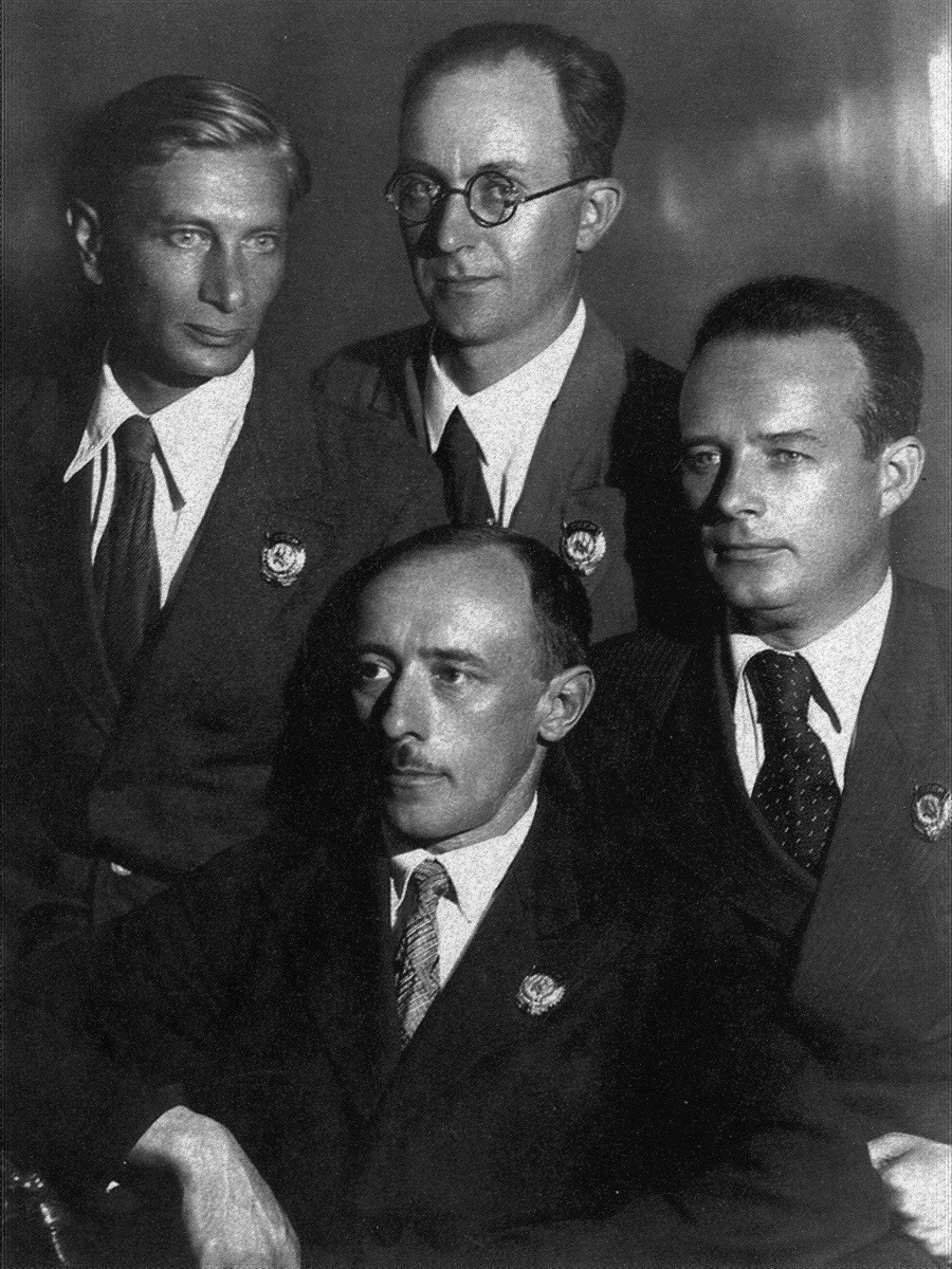 04 1937 А.Л.Пастернак, Г.Г.Вегман (верх) Д.В.Савицкий, В.Я.Мовчан (низ) после награждения орденами Трудового Красного Знамени