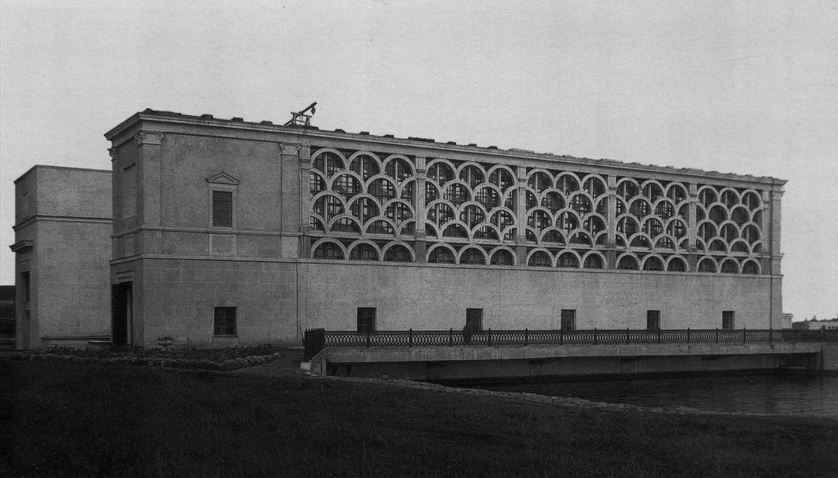 12 193Х Насосная станция - 'здание затворов'. Верхний бьеф со стороны канала
