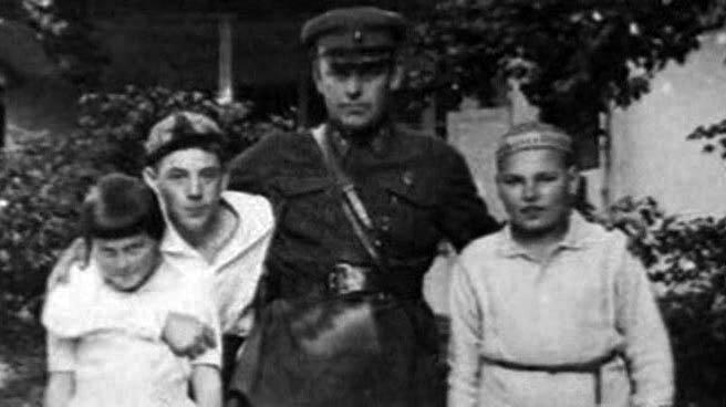 1933 Н.С. Власик, Василий и Светлана Сталины, Артем Сергеев