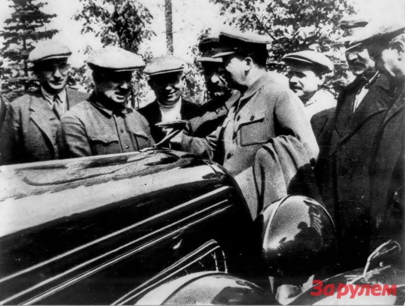 29 апреля 1936. Кремль. В.Я. Чубарь, И.А.Лихачев, Н.С.Хрущев Г.К.Орджоникидзе, И.В.Сталин, В.И.Межлаук, Л.М.Каганович, В.М.Молотов. Фото Н.Власика.