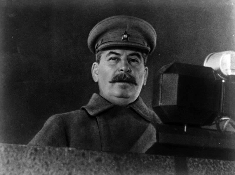 То самое знаменитое фото Н.Власика, сделанное 7 ноября 1941 года во время парада на Красной Площади.