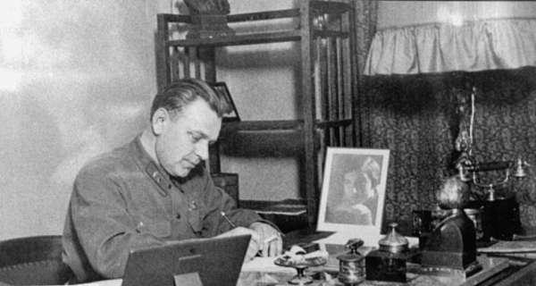 Н.С. Власик в своём кабинете, 1930-е годы