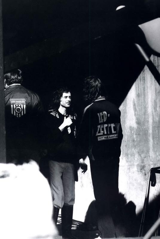 05 1977-07-24_JP_Oakland_Coliseum_by_Michael_Zagaris-09
