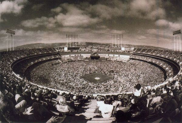 18 1977-07-24_LZ_Oakland_Coliseum_stadium_by_Dennis_Callaghan-01