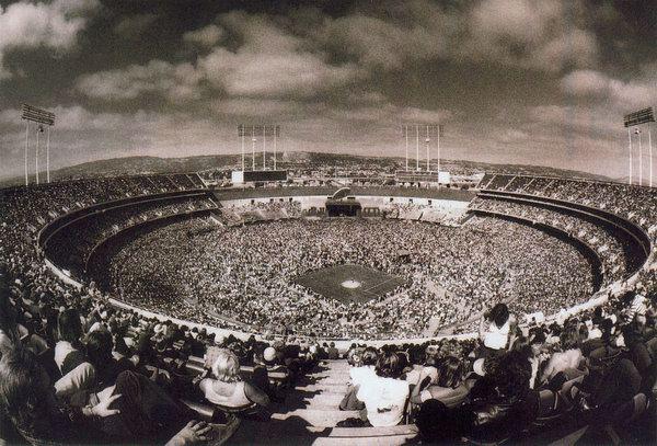 18 1977-07-24_LZ_Oakland_Coliseum_stadium_by_Dennis_Callaghan-01