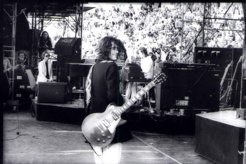 1977-07-24_JP_Oakland_Coliseum_by_Dennis_Callaghan-03