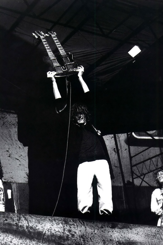 1977-07-24_JP_Oakland_Coliseum_by_Michael_Zagaris-04