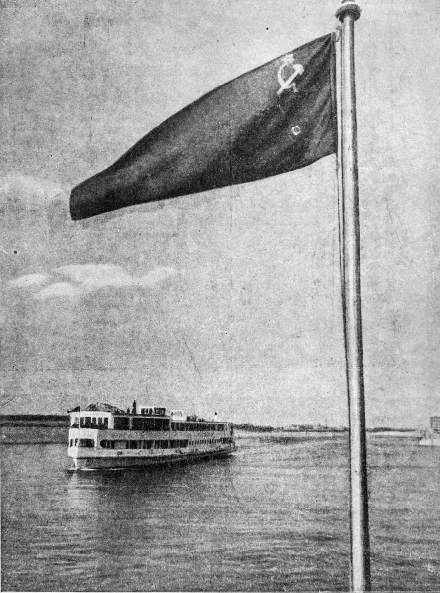 16 24 апреля 1937 'Иосиф Сталин', 'Вячеслав Молотов', 'Клим Ворошилов' и 'Михаил Калинин' прибыли в аванпорт канала