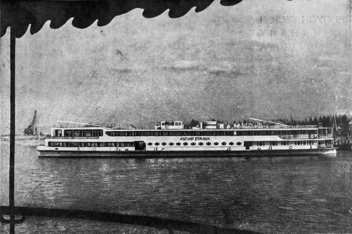 16 24 апреля 1937 'Иосиф Сталин' в аванпорте Московского моря 1