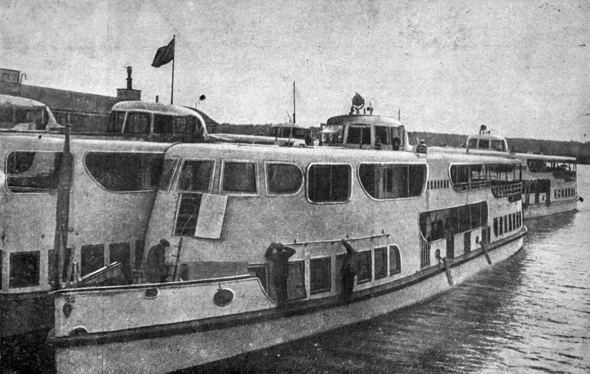 16 24 апреля 1937 Катера 'Каманин' и 'Леваневский' у пристани аванпорта