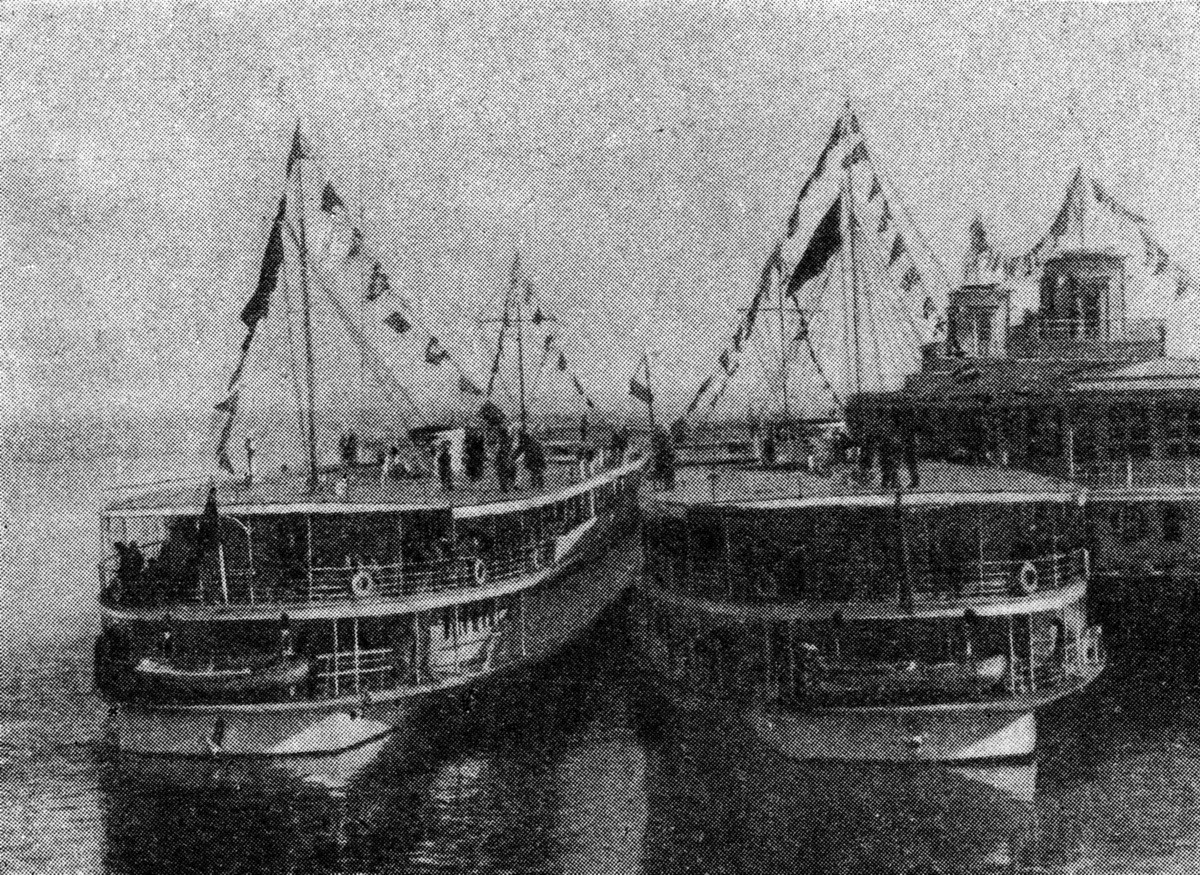 17 Пристань Большая Волга. Журнал 'Огонёк' 1937 №16-17 (20 июня). Фото П.Трошкина