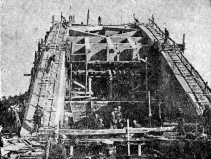 1935 осень Удаление опалубки арок