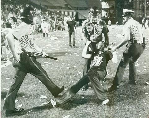 1977-06-03_riot-1