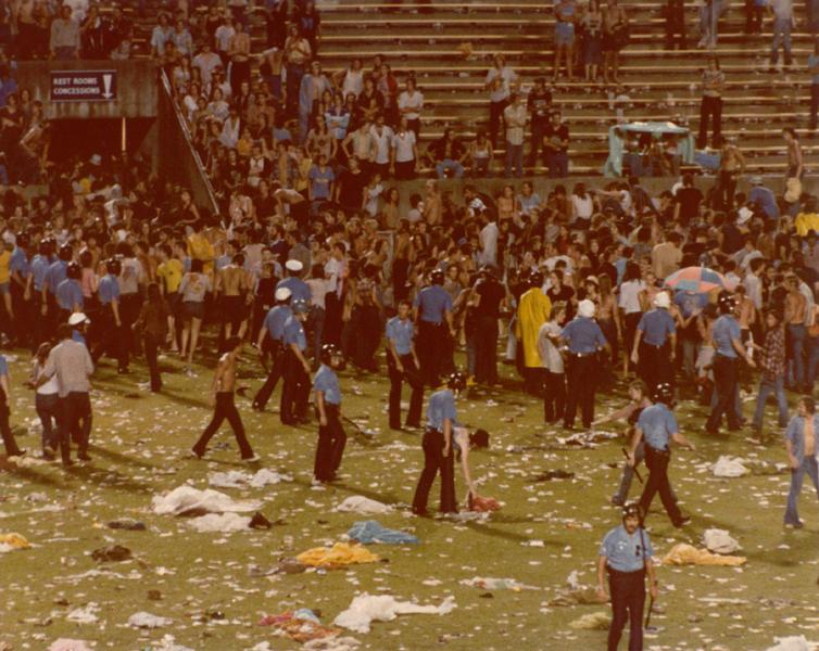 1977-06-03_riot-5