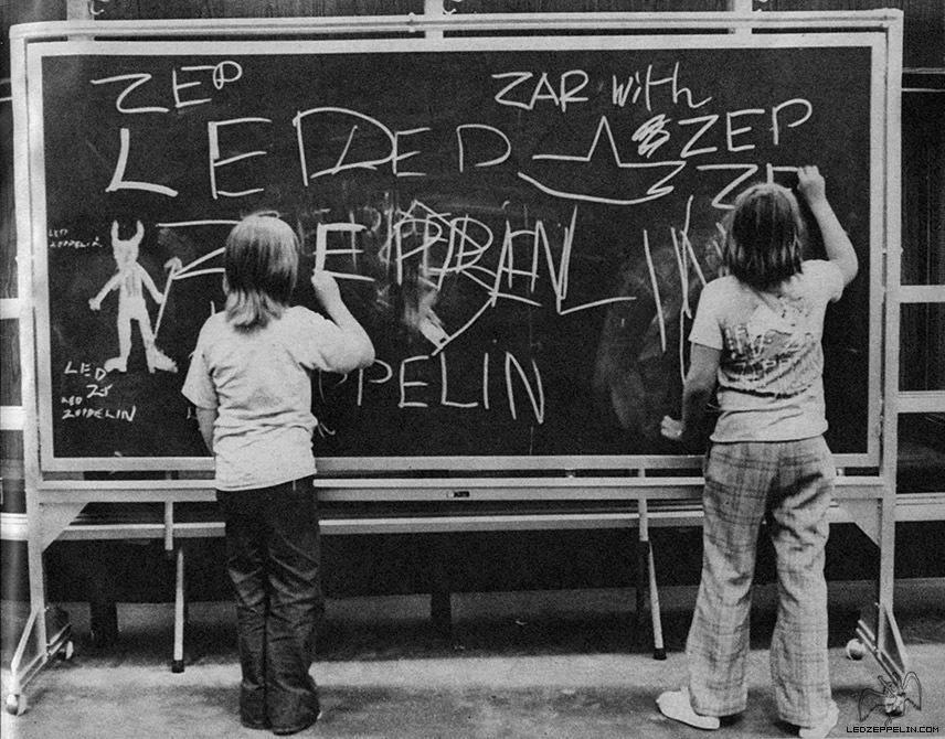 1977-06-05_LZ_backstage_Jason_Bonham_Warren_Grant_by_Terry_O-Neill-00