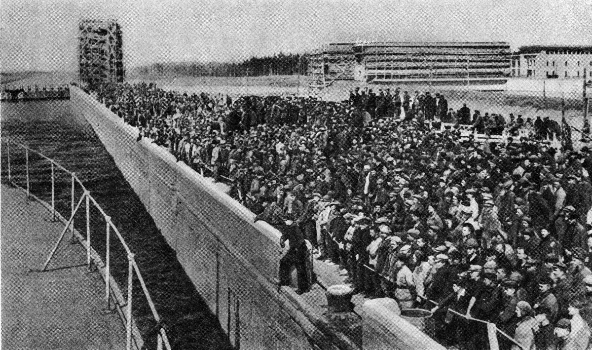 24 24 апреля 1937 Шлюз №1 Журнал 'Огонёк' 1937 №16-17 (20 июня). Фото П.Трошкина