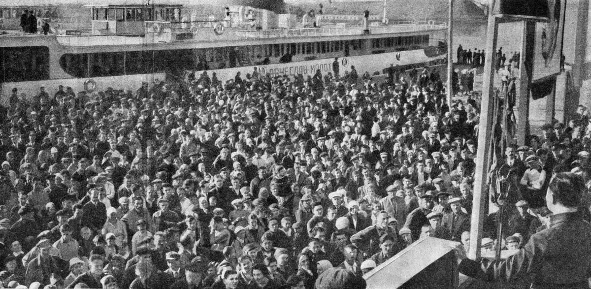 31 1 мая 1937 Дмитров Журнал 'Огонёк' 1937 №16-17 (20 июня). Фото П.Трошкина