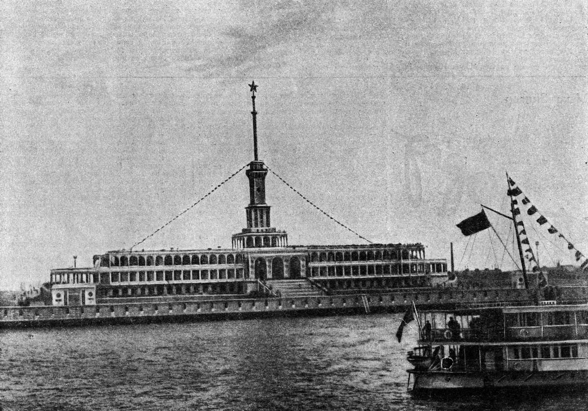 42 2 мая 1937 Химкинский речной вокзал. Журнал 'Огонёк' 1937 №16-17 (20 июня). Фото П.Трошкина