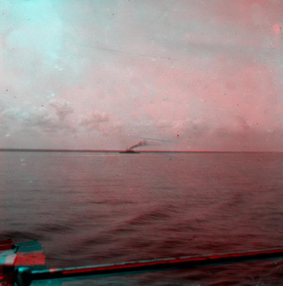 Стерео - море, на горизонте корабль