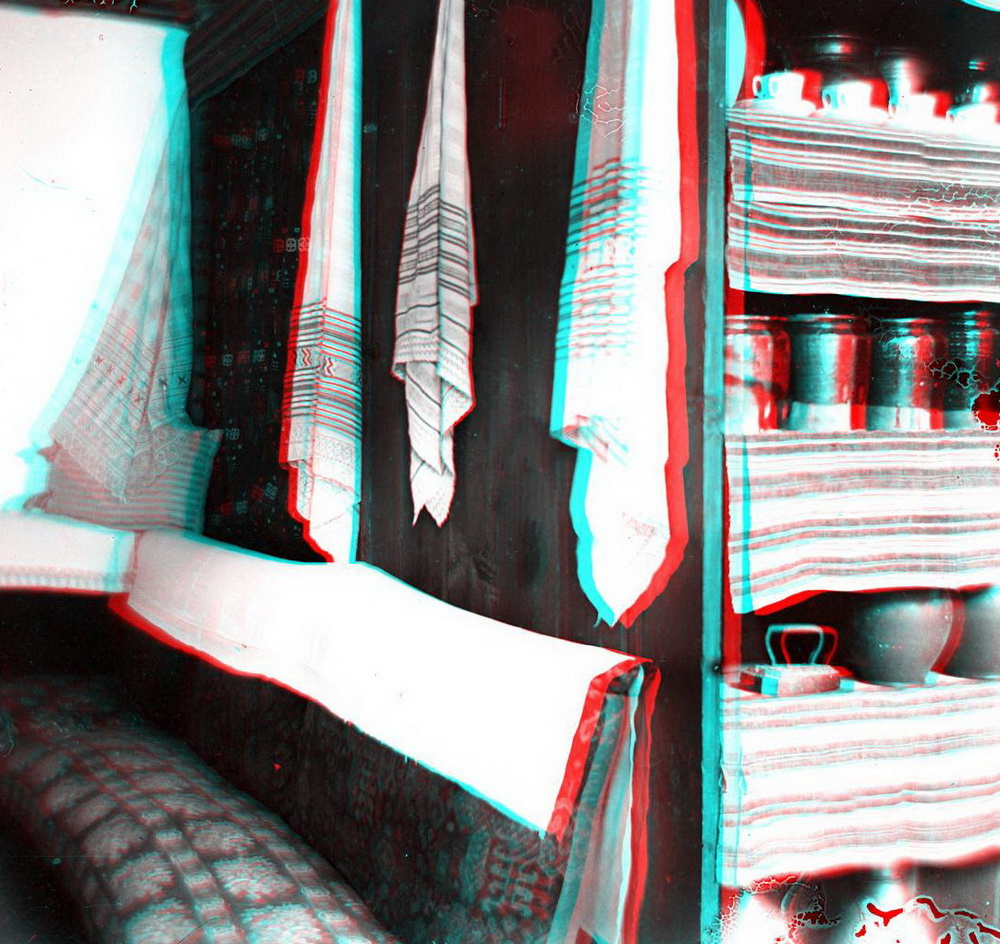Стерео - внутри дома (рушники, банки, диван)