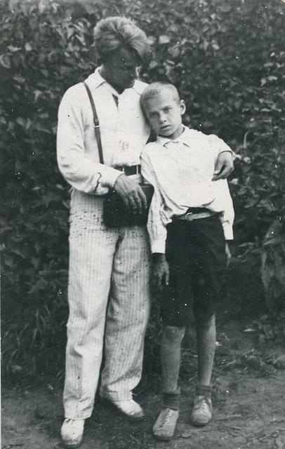 Константин Соболевский с сыном В.Н.Ёлкина Володей