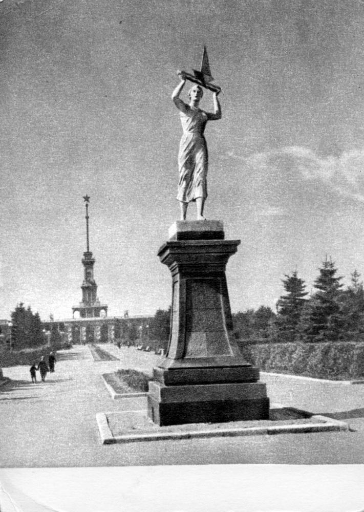 1954 Москва. Сквер перед Химкинским речным вокзалом. Фото Г.Петрусова. ИзоГиз, тир.100000