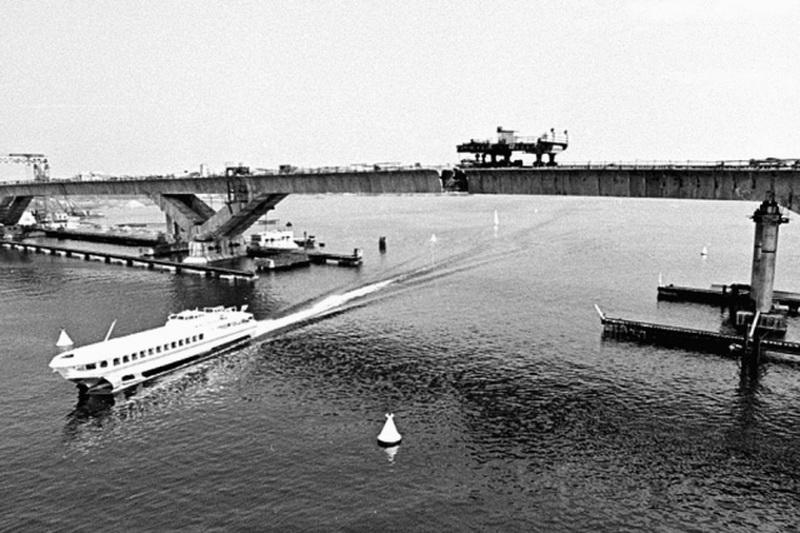 Строительство нового шоссейного моста в Хлебниково, 1981 год. Фото Владислава Парадня.