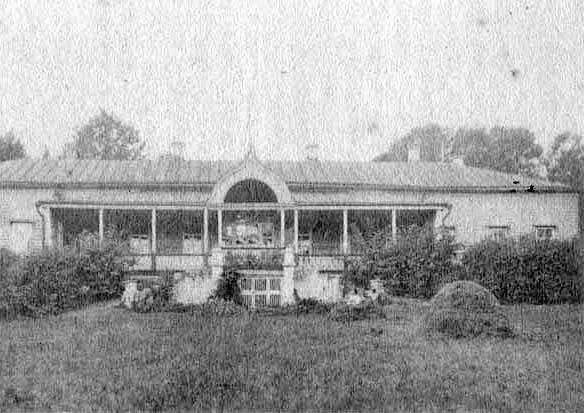 Около 1904 года. Дом, построенный в 1799 году Е.И. Бенкендорф и проданный Е.И. Бучумовой. Фото из книги А.М. Штекера «Село Виноградово».