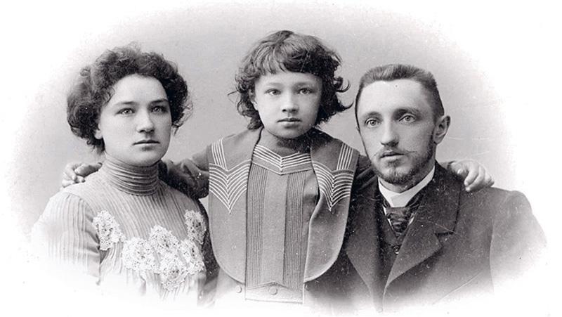 Семья Шмелёвых, слева направо: Ольга Александровна, сын Сергей и Иван Сергеевич.