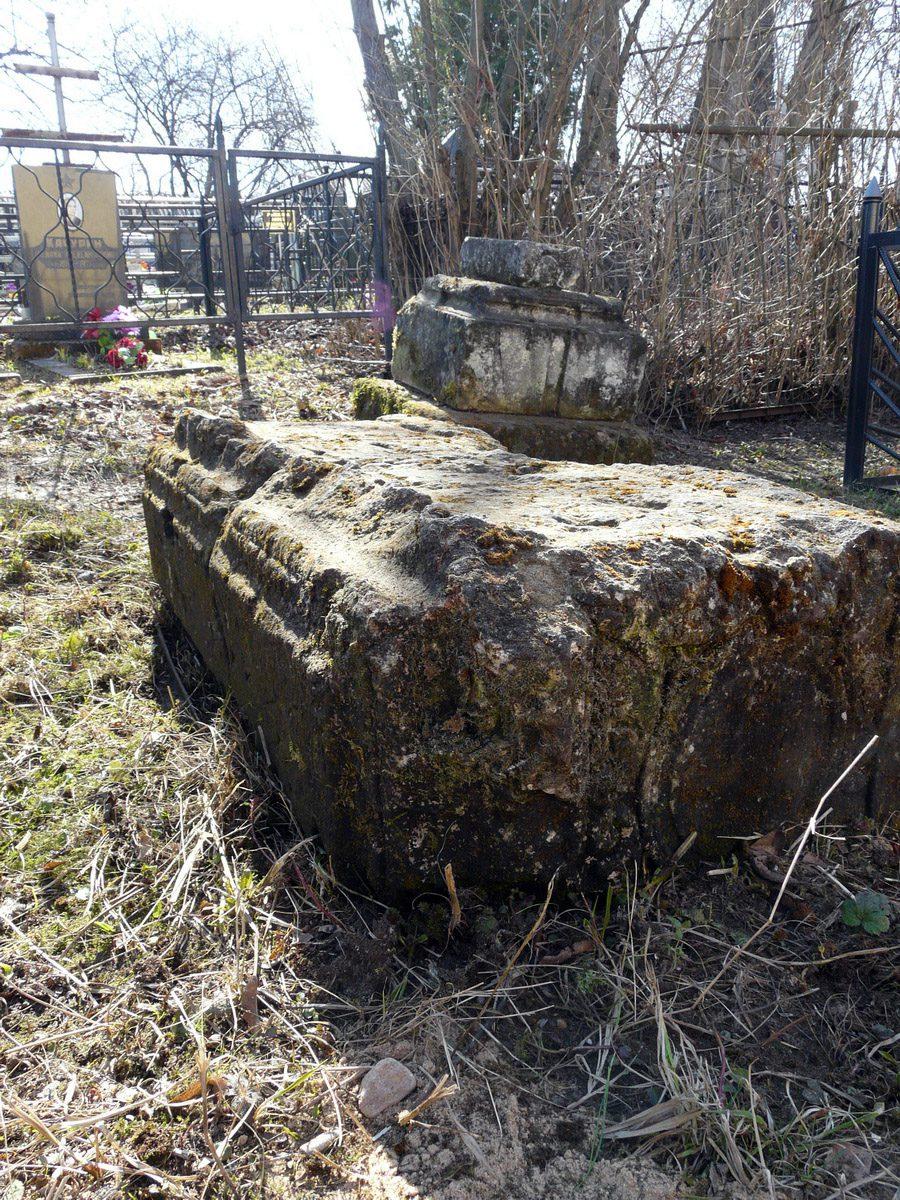 Надгробие на Трахонеевском кладбище. Фото сделано 25 апреля 2011 года, автор Д.Ю.Кувырков.