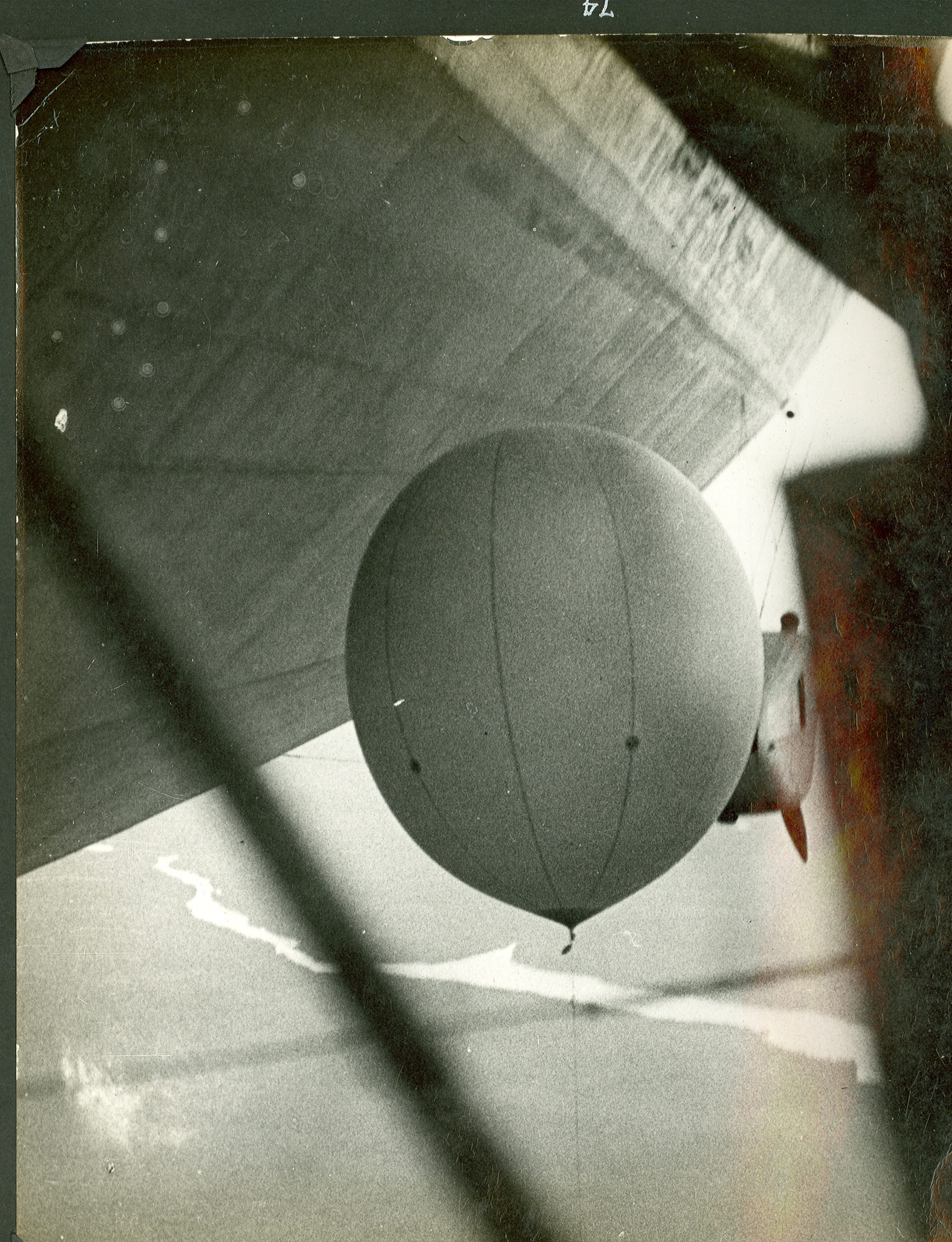 """Июль 1931 года. Запуск радиозонда с """"Графа Цеппелина"""". Съёмка из мотогондолы дирижабля."""