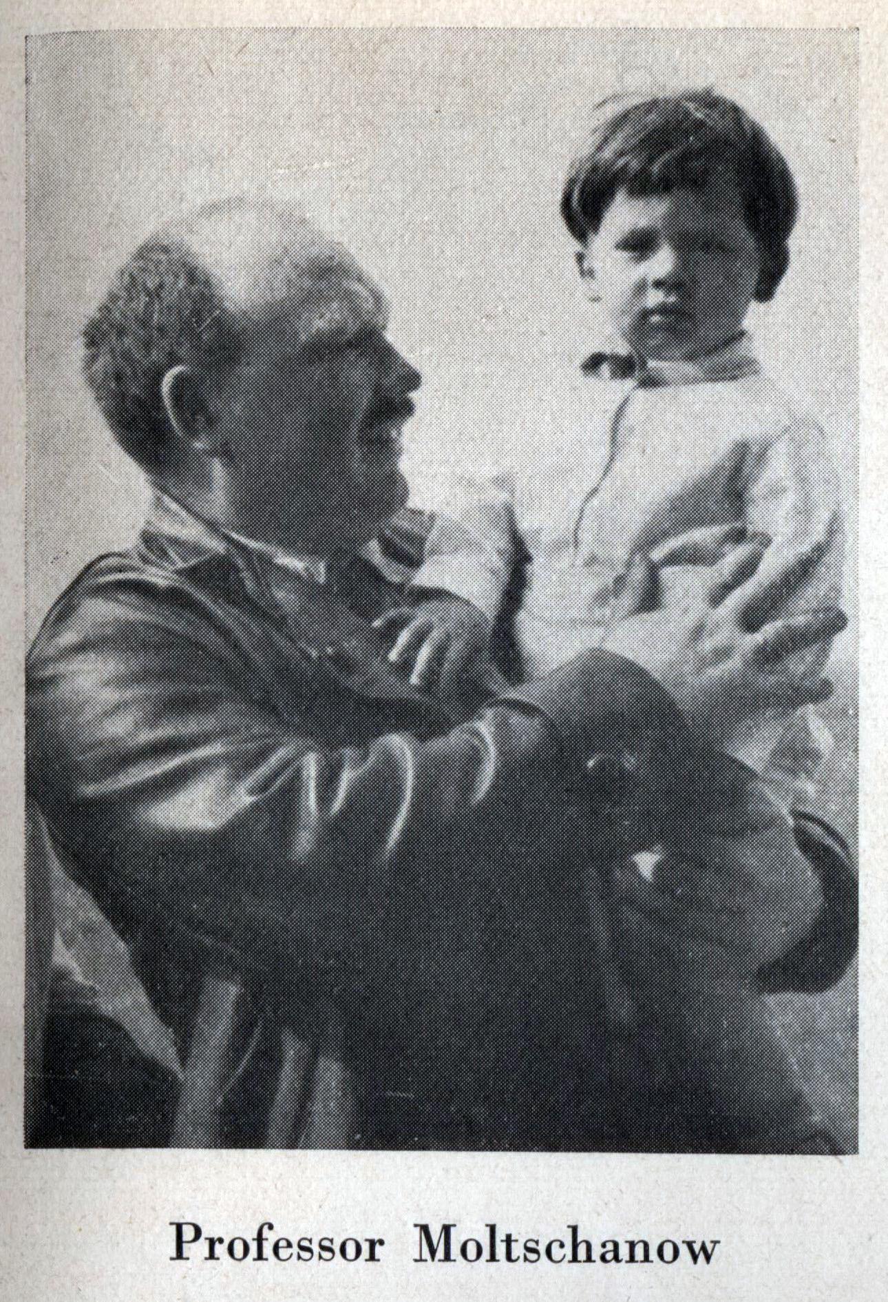 Профессор Молчанов предположительно с сыном. Фото до 1933 года.