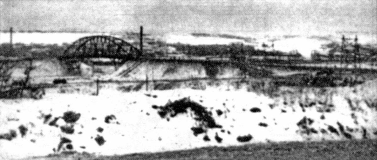 28 ноября 1941, утро. Вид на мост со стороны Яхромы. Фото из книги Мантойфеля.