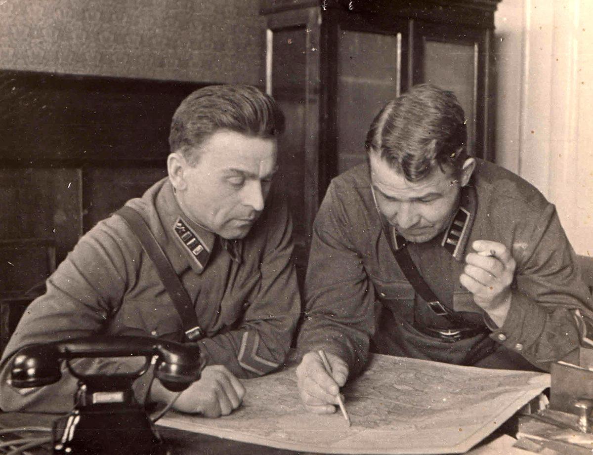 1941 год. Справа Ф.М.Савелов. Фото из архива семьи Савеловых.