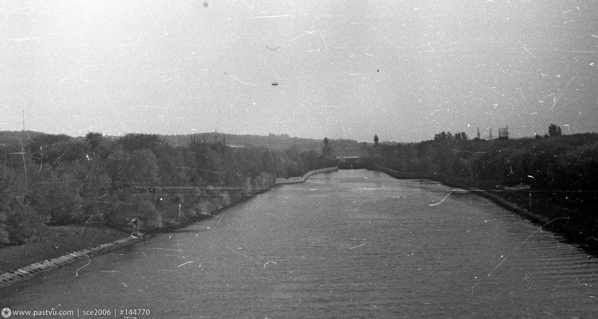 1979 год. Вид с Яхромского моста на юг, на шлюз №3. Фото К.Соколова (www.pastvu.com).