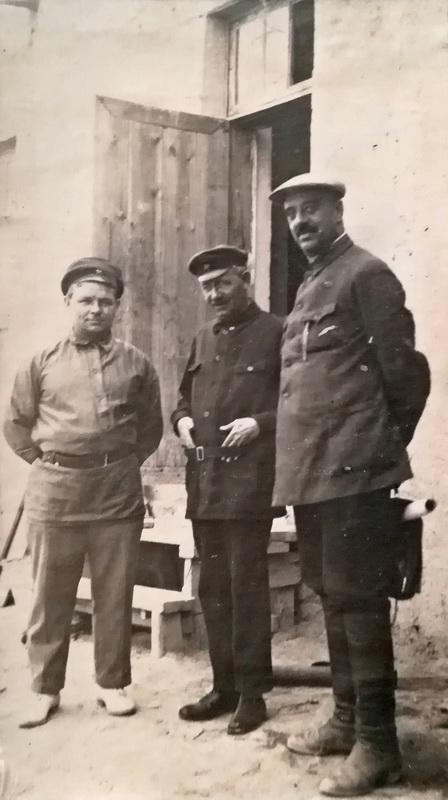 Александр Владимирович Будасси крайний справа. Из архива потомков Будасси..