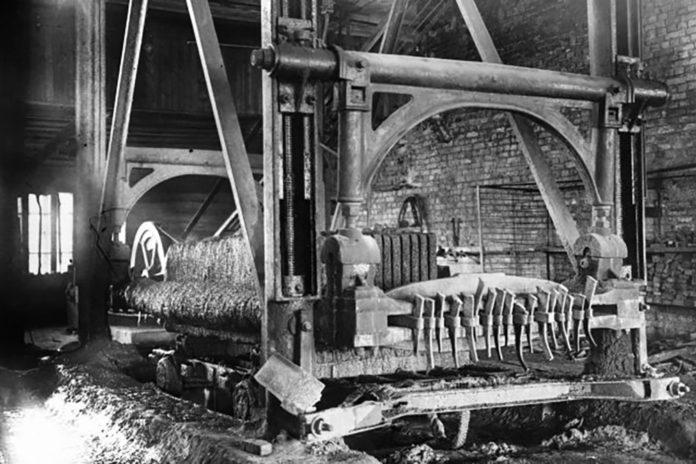 1945 год. Станок для распиловки на Гранитном заводе