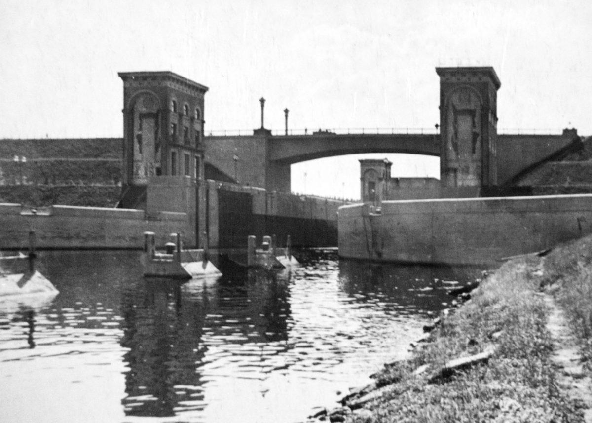 Шлюз №9 Нижние ворота управления. Вид с северо-востока. 1937-1938 годы.