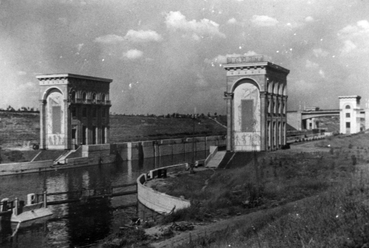 Шлюз №9 Верхние башни управления. Вид с юго-запада. 1937-1938 годы